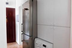 Fehér beépített szekrény