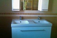 Kompakt dupla mosdós fürdőszobaszekrény fiókokkal, két kis felső szekrénnyel