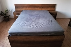 Fejtámlás ágy beépített éjjeliszekrénnyel