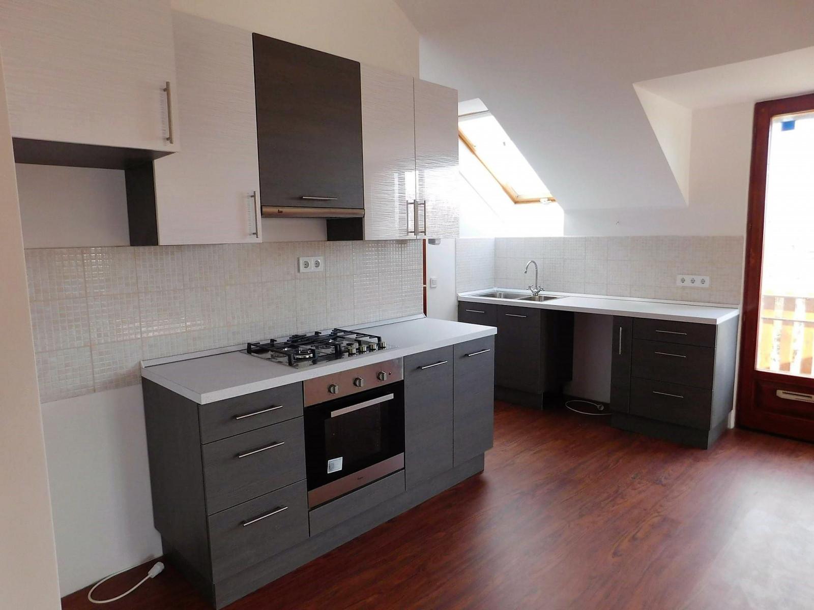 Tetőtéri konyha beépített tűzhellyel