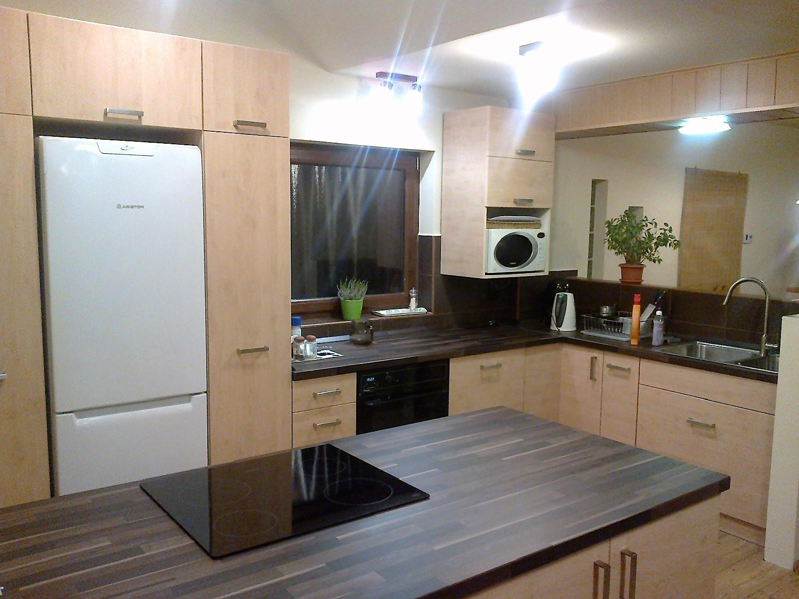 L alakú beépített konyha konyhaszigettel