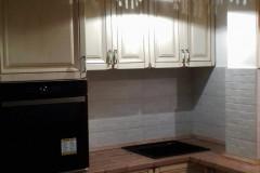 Rusztikus stílusú konyha beépített konyhagépekkel