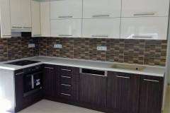 L alakú konyhabútor beépített konyhagépekkel