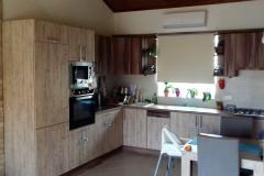 L alakú étkezős konyha beépített konyhagépekkel