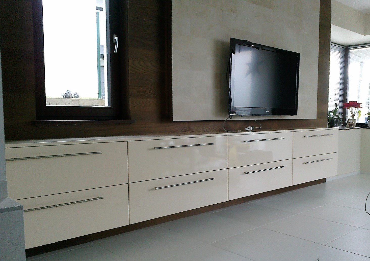 Modern nappalifal sok fiókos tárolóval