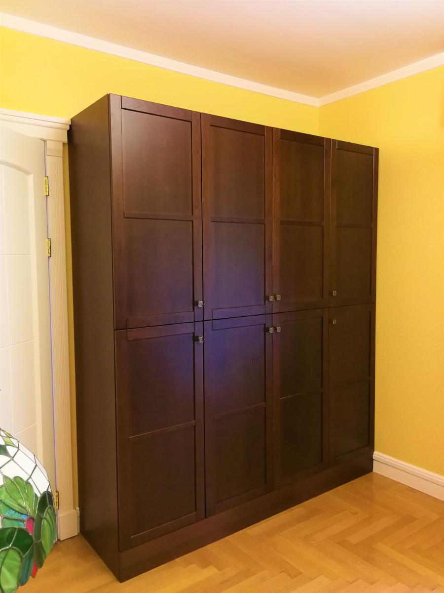 Zárt nappali szekrény